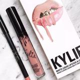 Kylie Jenner Labial + Delineador