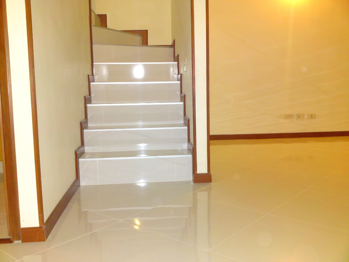 Ofresco instalacion de porcelanatto ceramica y laminado for Puertas pisos precios