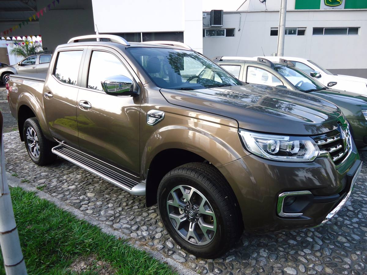 renault alaskan intens 4x4 a o 2017 0 km colombia. Black Bedroom Furniture Sets. Home Design Ideas