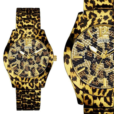 Reloj Guess W0001L2 de la coleccion Safari Chic, caja y correa en acero inoxidable tono dorado, esfera brillo,huella de animal, sumergible 5 atm.